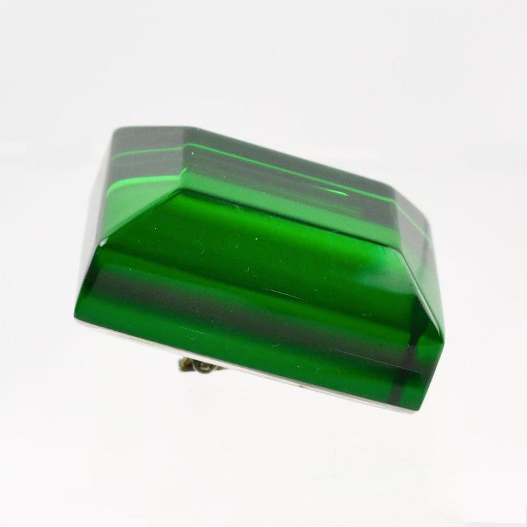 Harriet Bauknight for Kaso Oversized Emerald Green Lucite Clip on Earrings For Sale 1
