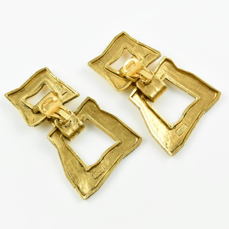 Women's Mercedes Robirosa Paris Modernist Hammered Gilt Metal Dangling Clip on Earrings For Sale
