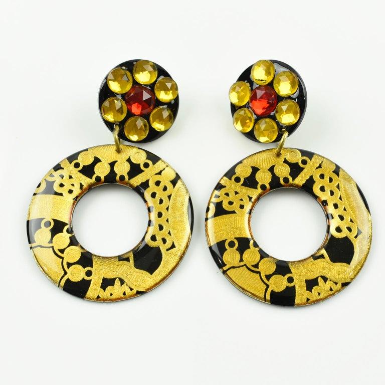 Modern Italian Baroque Dangling Geometric Chandelier Lucite Clip-on Earrings Black Gold For Sale