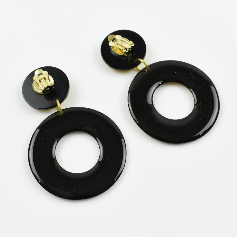 Italian Baroque Dangling Geometric Chandelier Lucite Clip-on Earrings Black Gold In Excellent Condition For Sale In Atlanta, GA