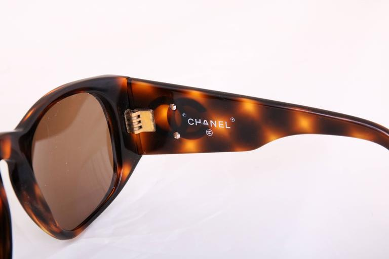 Chanel Tortoise Shell Sunglasses w/CC Logo On Arms For Sale 1