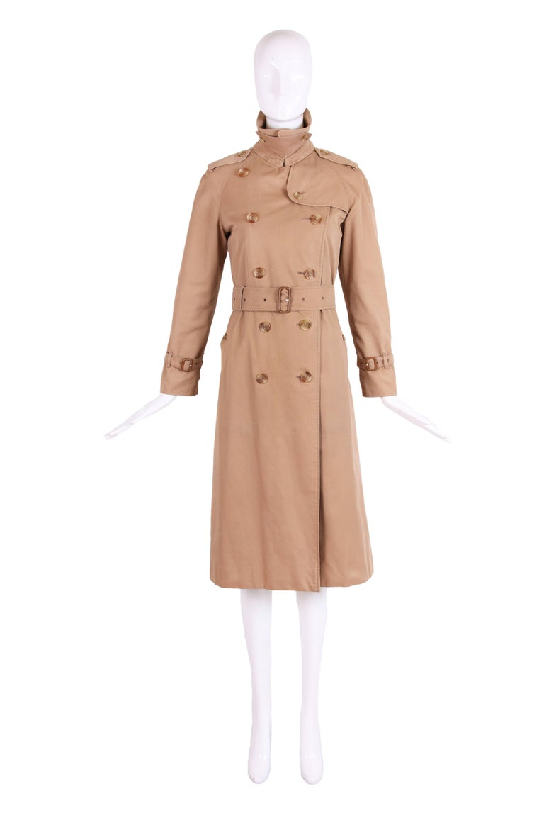 classic burberry trench coat in camel w plaid interior lining for sale at 1stdibs. Black Bedroom Furniture Sets. Home Design Ideas