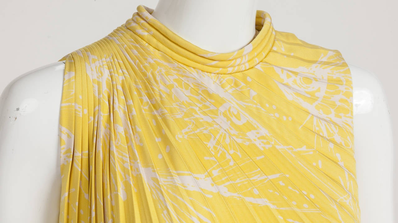 Women's Pierre Cardin Haute Couture Pleated Silk Abstract Print Mini Dress c.1968 For Sale