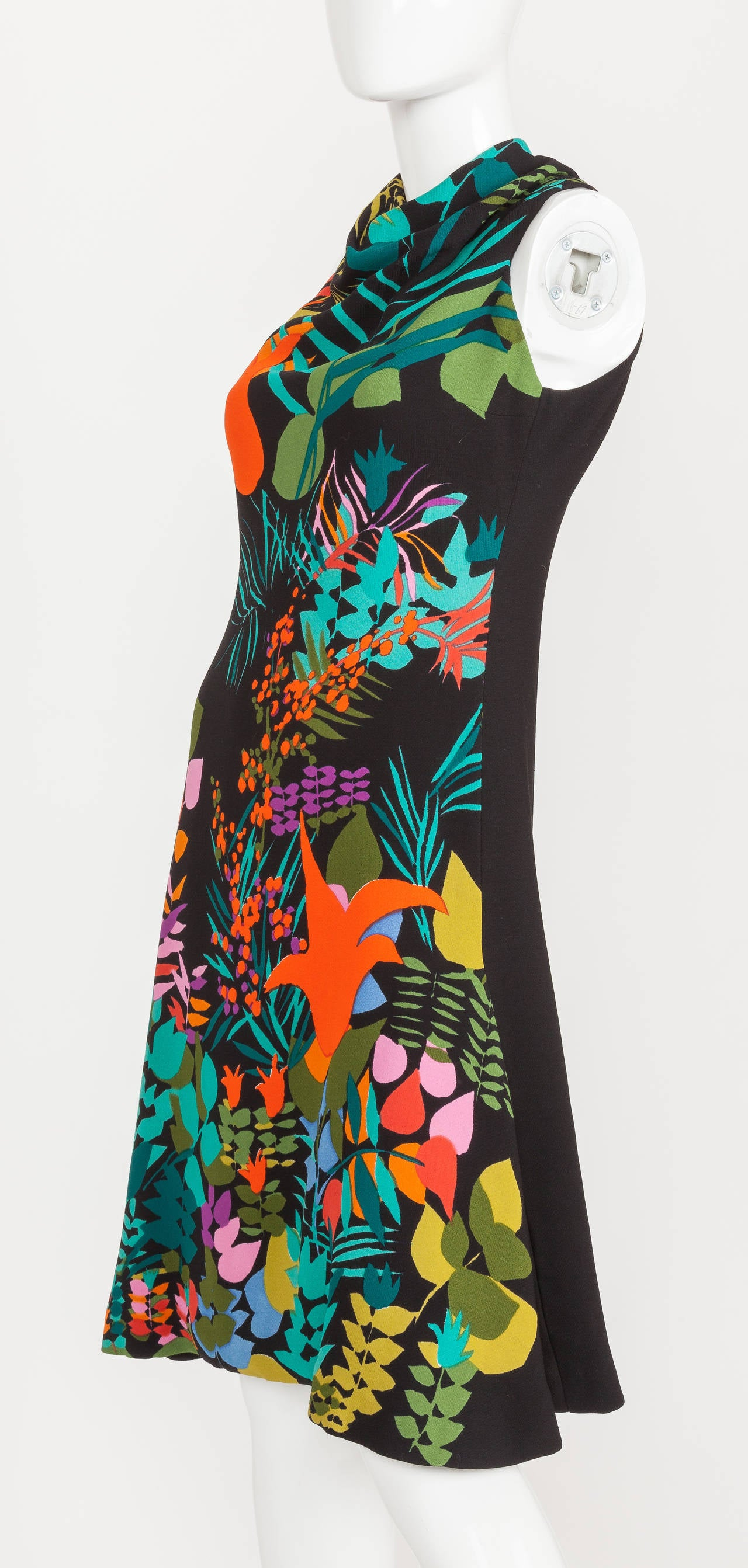 Pauline Trigere Sleeveless Floral Cocktail Day Dress ca. late 1970s/early 1980s In Excellent Condition For Sale In Los Angeles, CA
