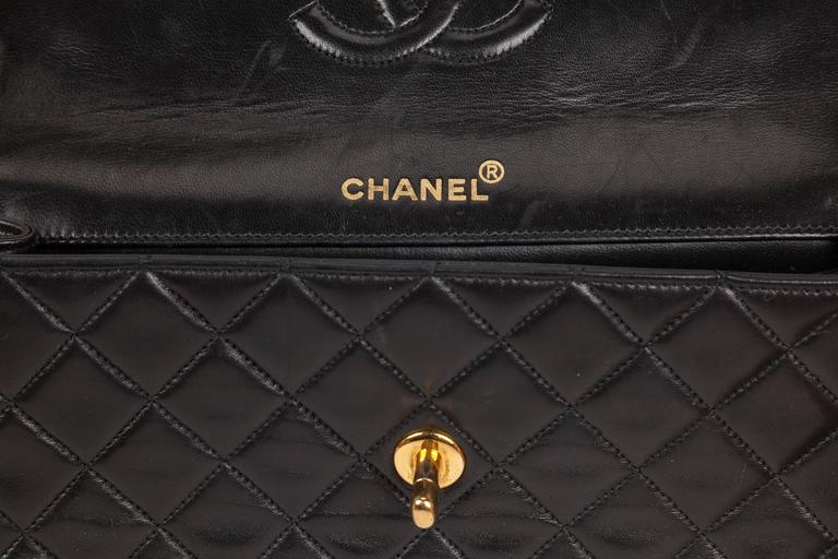 Women's 1991 Chanel Quilted Black Leather Shoulder Bag w/Double Chain & Gold Hardware For Sale