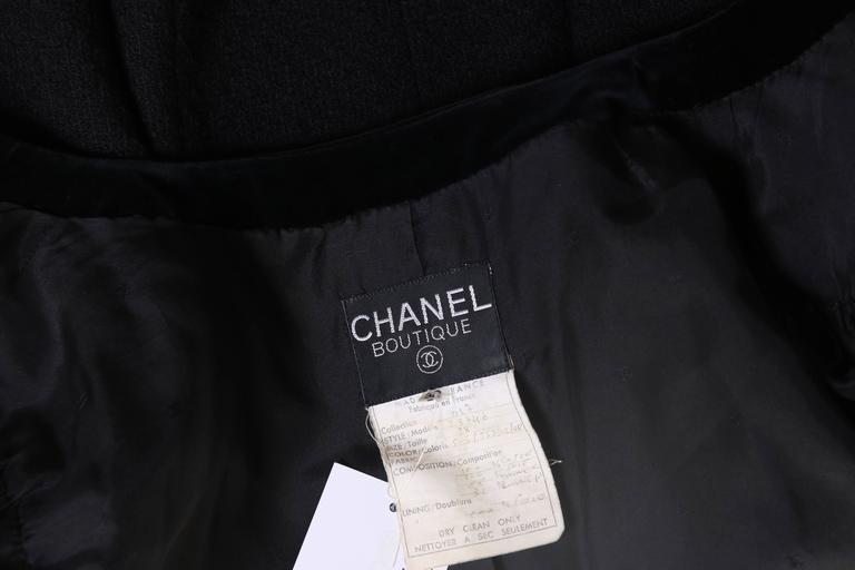 1987 A/H Chanel Pink Satin & Black Wool Boucle Jacket w/Velvet Trim For Sale 2