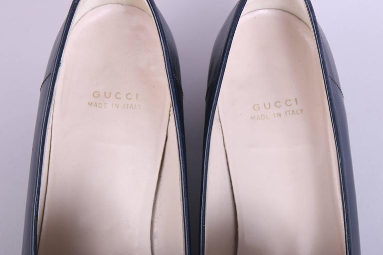 Women's 1970's Gucci Navy Leather Loafers Heels w/GoldTone &Racer Stripe Enamel Hardware For Sale