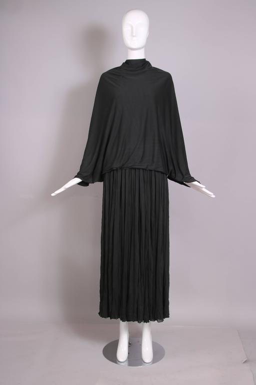 1970's Madame Gres Haute Couture Black Pleated Drapé Halter Gown W/Shawl & Slip For Sale 3