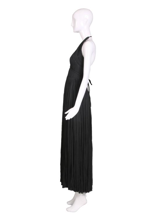 1970's Madame Gres Haute Couture Black Pleated Drapé Halter Gown W/Shawl & Slip In Excellent Condition For Sale In Los Angeles, CA