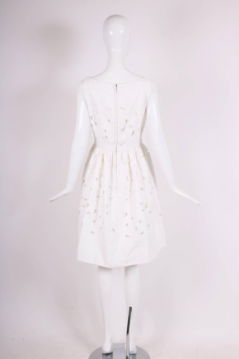 2013 Dolce & Gabbana White Sleeveless Floral Cutout Day Dress - NWT In Excellent Condition For Sale In Los Angeles, CA