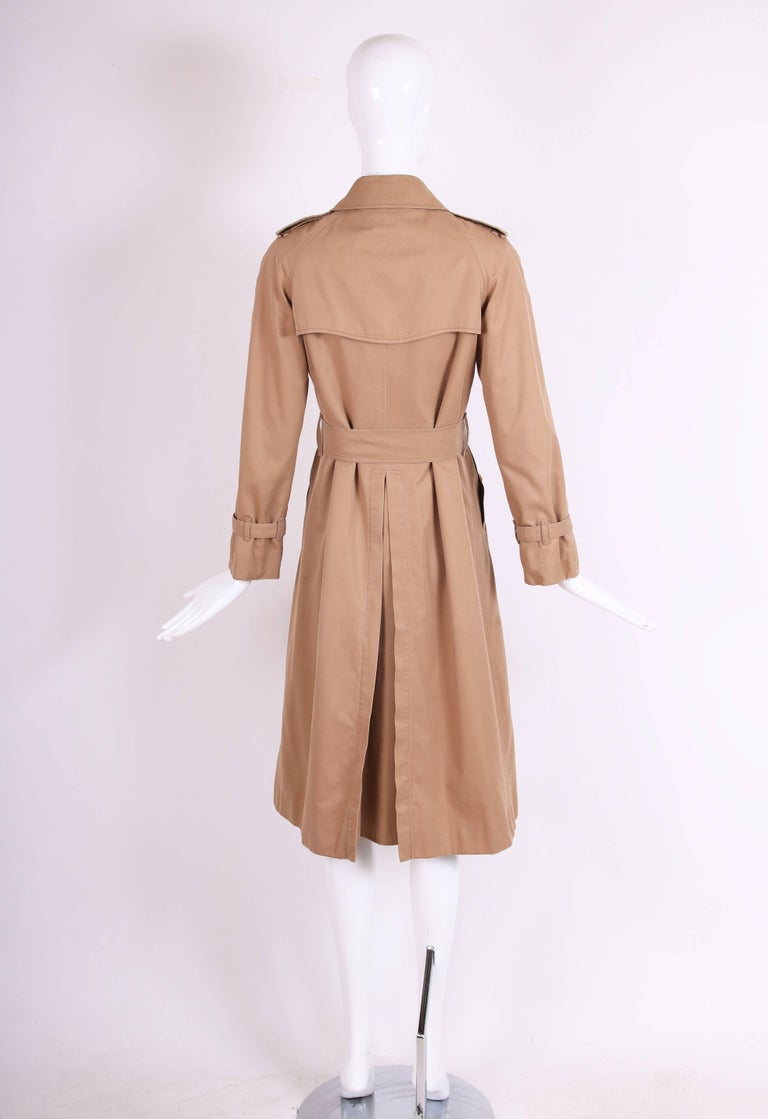 Classic Burberry Trench Coat in Camel w/Plaid Interior Lining 6
