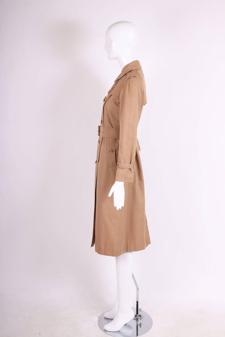 Classic Burberry Trench Coat in Camel w/Plaid Interior Lining 5