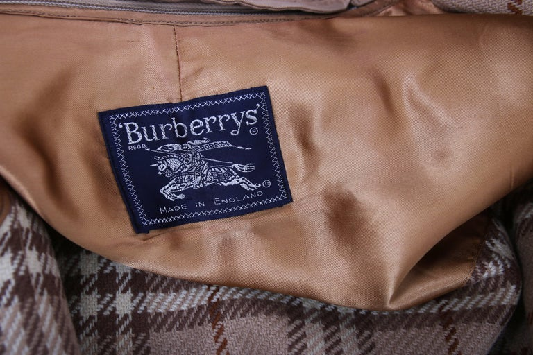 Classic Burberry Trench Coat in Camel w/Plaid Interior Lining 9