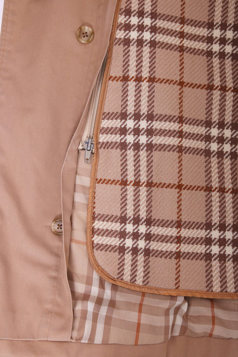 Classic Burberry Trench Coat in Camel w/Plaid Interior Lining 8
