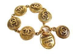Chanel Vintage Gold CC Rue Cambon Coin Medallion Charm Chain Link Bracelet