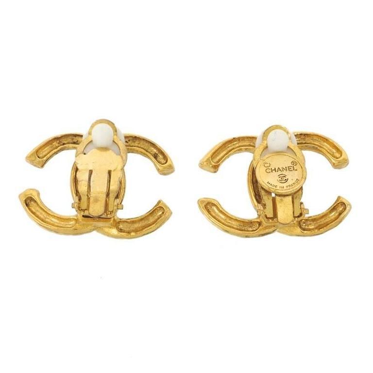 chanel vintage large oversize gold cc logo charm clip on