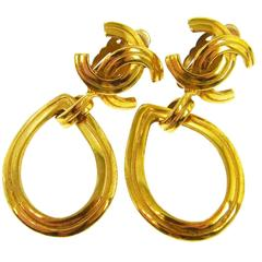 Chanel Vintage Gold Oval Charm Dangle Drop Evening Earrings