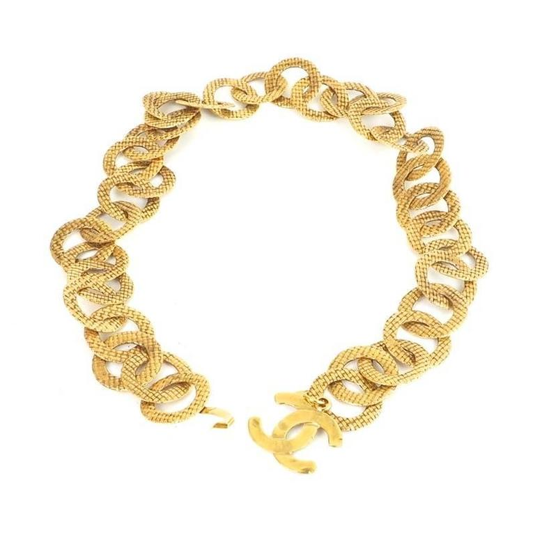 Chanel vintage rare large gold textured link charm waist for Chanel collection miroir 4179