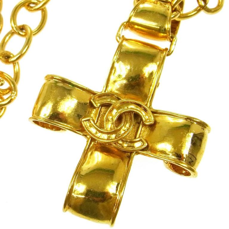 Chanel Vintage Gold Cross Charm Link Necklace in Box In Good Condition For Sale In Chicago, IL