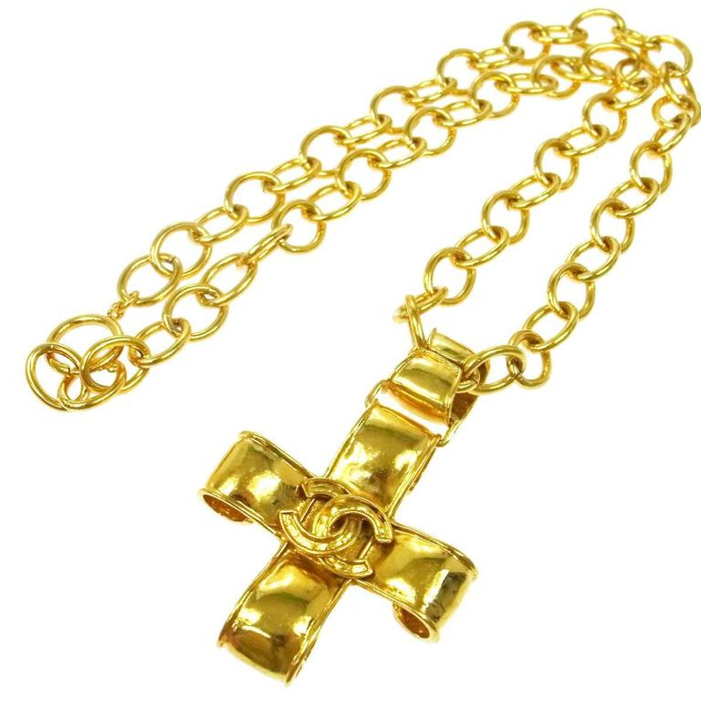 Chanel Vintage Gold Cross Charm Link Necklace in Box For Sale