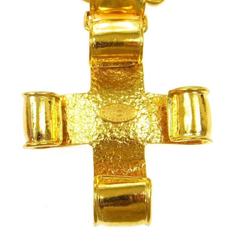 Women's Chanel Vintage Gold Cross Charm Link Necklace in Box For Sale