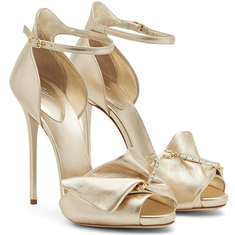 Giuseppe Zanotti New Gold Leather Bow Crystal Brooch Evening Sandals Heels Box In New Never_worn Condition For Sale In Chicago, IL