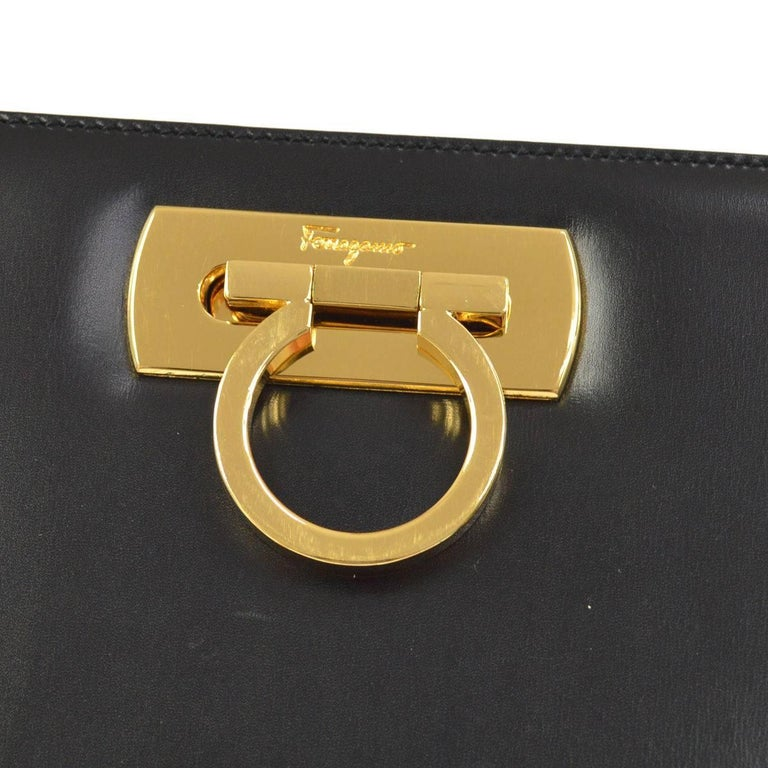 Salvatore Ferragamo Black Leather Envelope 2 in 1 Clutch Flap Shoulder Bag In Good Condition For Sale In Chicago, IL