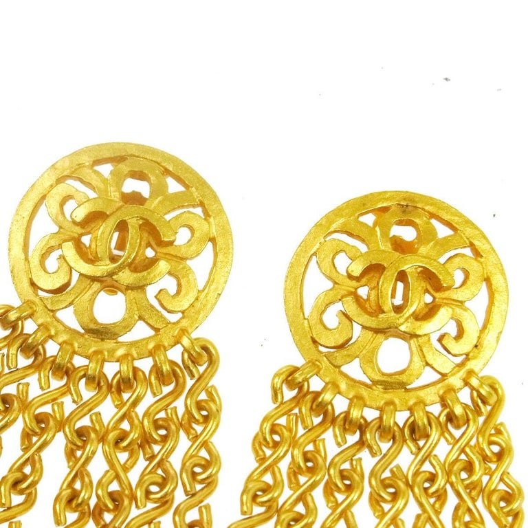 Chanel Vintage Gold Metal Charm Chain Dangle Drop Chandelier Evening Earrings In Excellent Condition For Sale In Chicago, IL