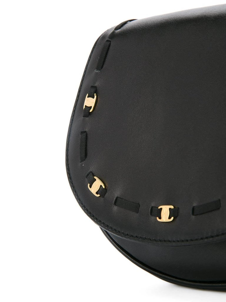 Salvatore Ferragamo Black Leather Gold 2in1 Fanny Pack Belt Bag In Good Condition For Sale In Chicago, IL