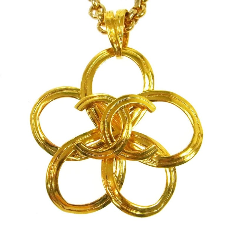 Chanel Vintage Gold Large Medallion Charm Evening Dangle Long Necklace In Good Condition For Sale In Chicago, IL