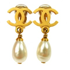 Chanel Gold Charm Pearl Dangle Drop Evening Earrings