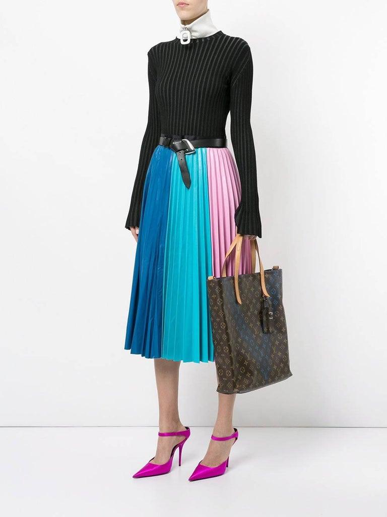 "Louis Vuitton Monogram Blue Men's Carryall Top Handle Travel Tote Shoulder Bag   Monogram Leather Twill lining Date code present Made in France Handle drop 6"" Adjustable / removable shoulder strap 17-21"" Measures 14"" W x 15"" H x"