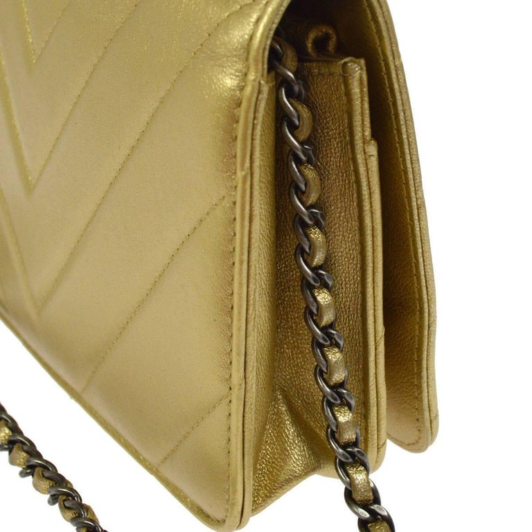 Chanel Gold Leather Chevron Wallet on Chain Clutch Evening Shoulder Flap Bag In Excellent Condition For Sale In Chicago, IL