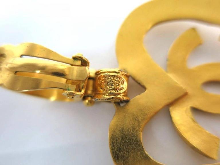 Chanel Gold Heart Dangle Earrings For Sale 1