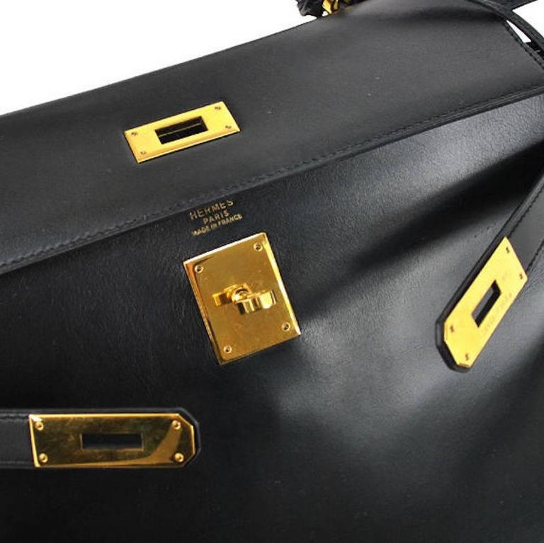 Hermes Kelly 32 Black Box Gold Satchel Shoulder Bag With Accessories In Good Condition For Sale In Chicago, IL