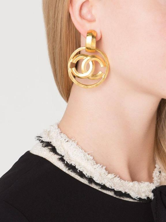 Chanel Vintage Gold Charm Round Circle Hoop Doorknocker Large Dangle Earrings 2