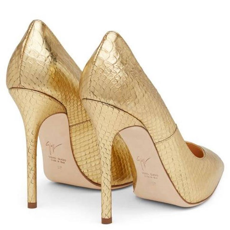 Giuseppe Zanotti New Gold Python Snake Embossed High Heels Pumps in Box In New never worn Condition For Sale In Chicago, IL