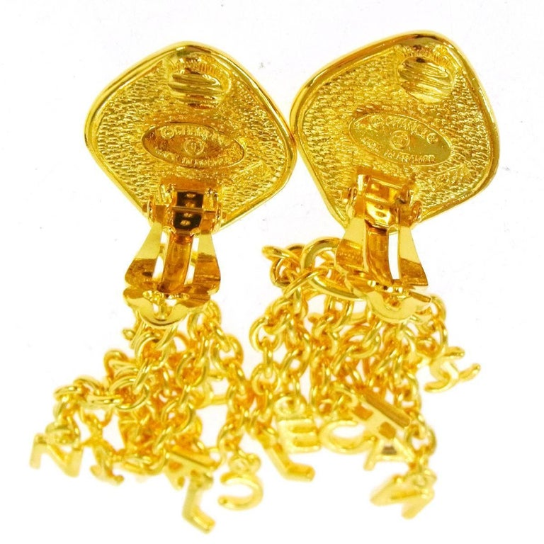 Chanel Vintage Gold CHANEL Charm Dangle Drop Evening Earrings In Excellent Condition For Sale In Chicago, IL