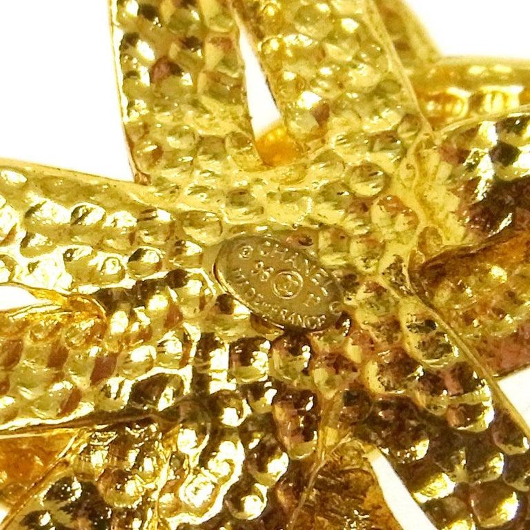 Women's Chanel Vintage Gold Large Medallion Charm Evening Dangle Long Necklace For Sale