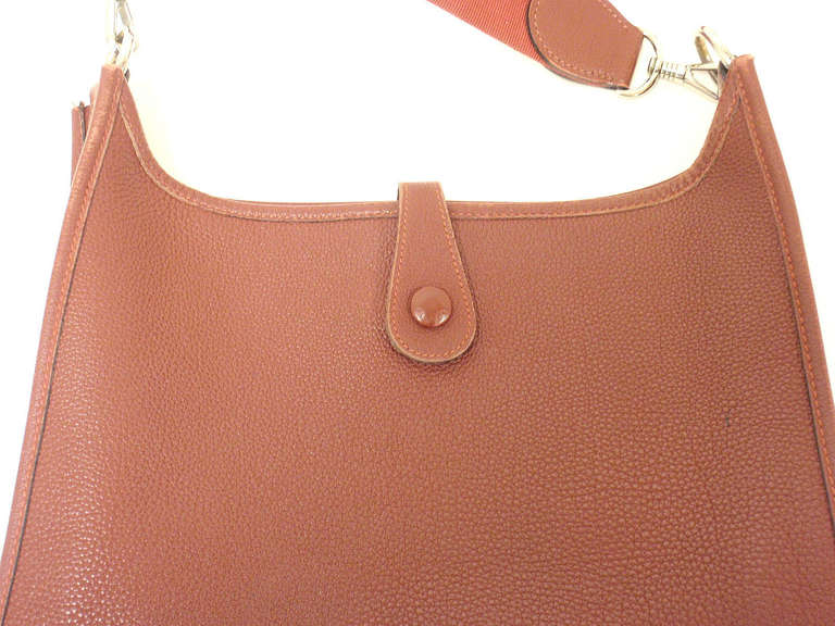 Hermes Evelyne PM burgundy wine leather SHW shoulder bag, 2001 In Excellent Condition For Sale In Holland, PA