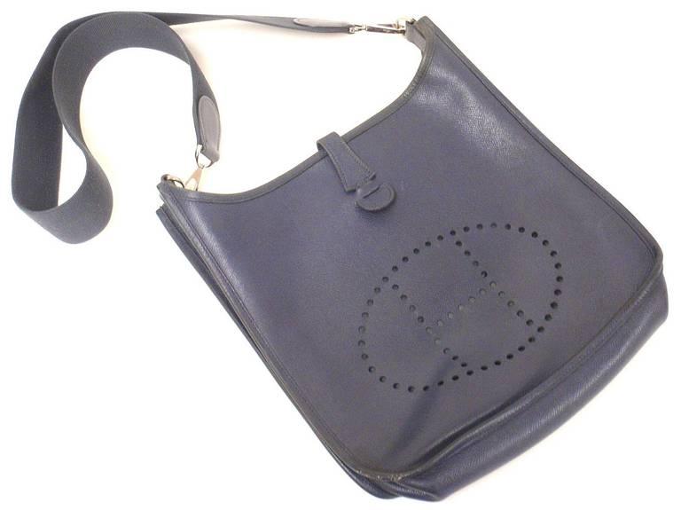 HERMES Evelyne PM Navy Epsom Leather SHW Shoulder Bag, 2006 In Good Condition For Sale In Holland, PA