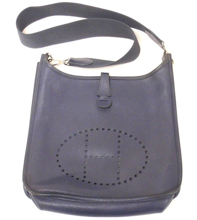 Women's HERMES Evelyne PM Navy Epsom Leather SHW Shoulder Bag, 2006 For Sale