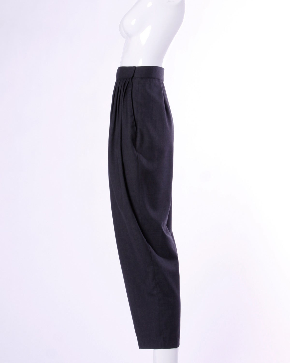 Women's Gianni Versace Vintage 1980s 80s Gray Wool Pleated Pants or Trousers For Sale