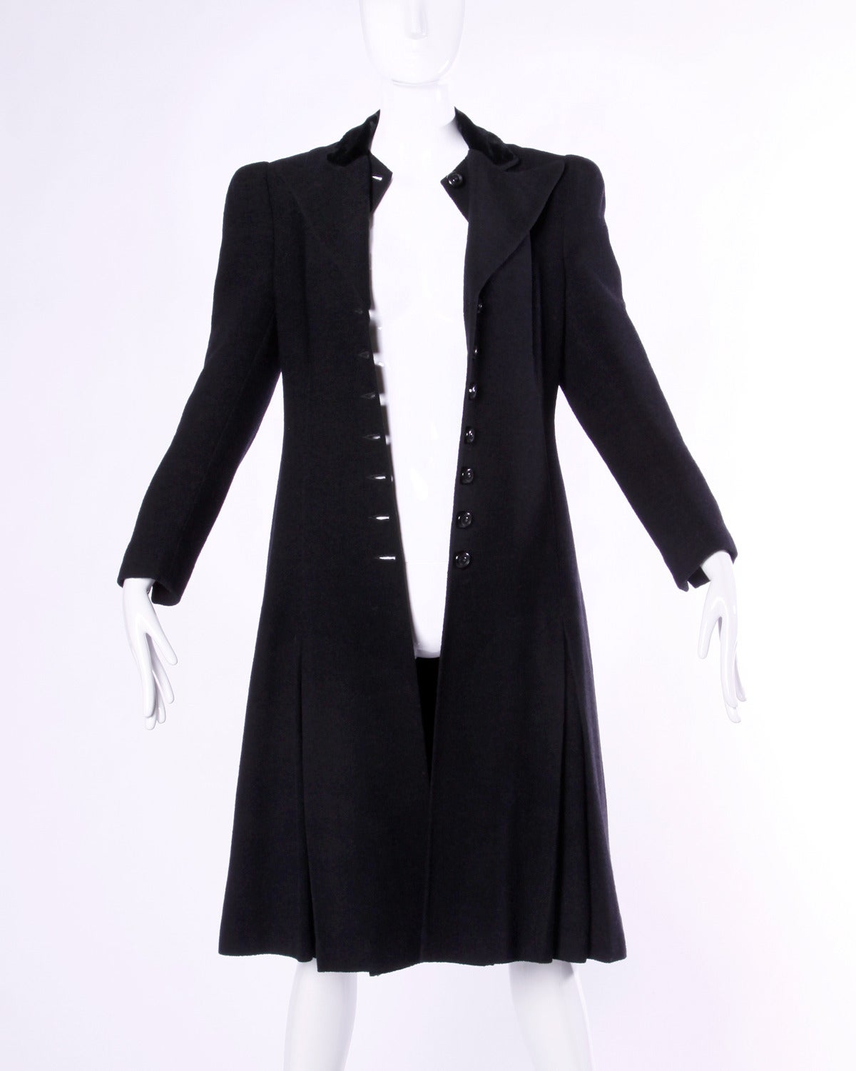 Elegant Vintage 1940s 40s Black Wool Princess Coat with Bold Shoulders For Sale 4