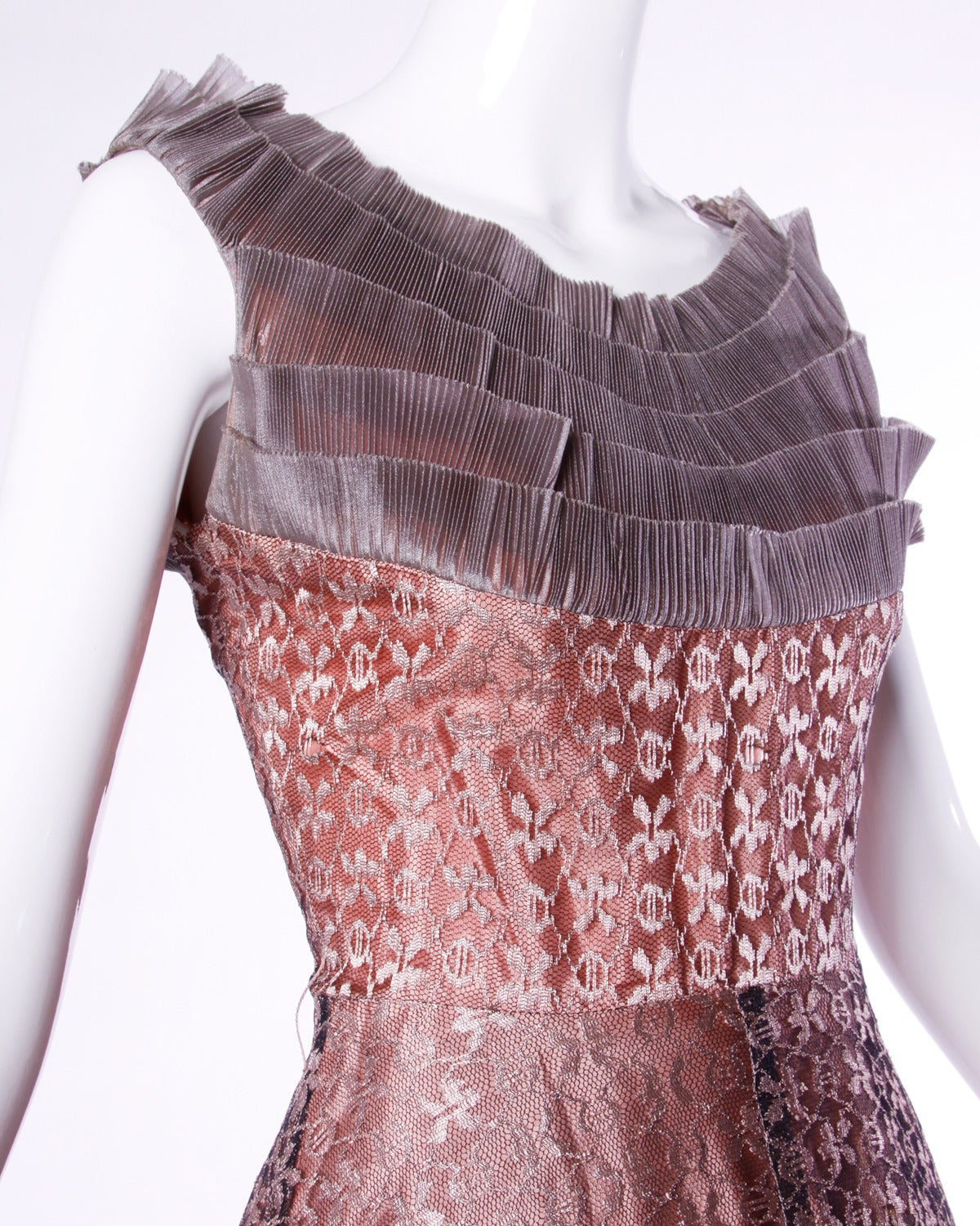 Vintage 1950s 50s Rose Lace and Pleated Silk Party Dress with a Full Sweep In Excellent Condition For Sale In Sparks, NV