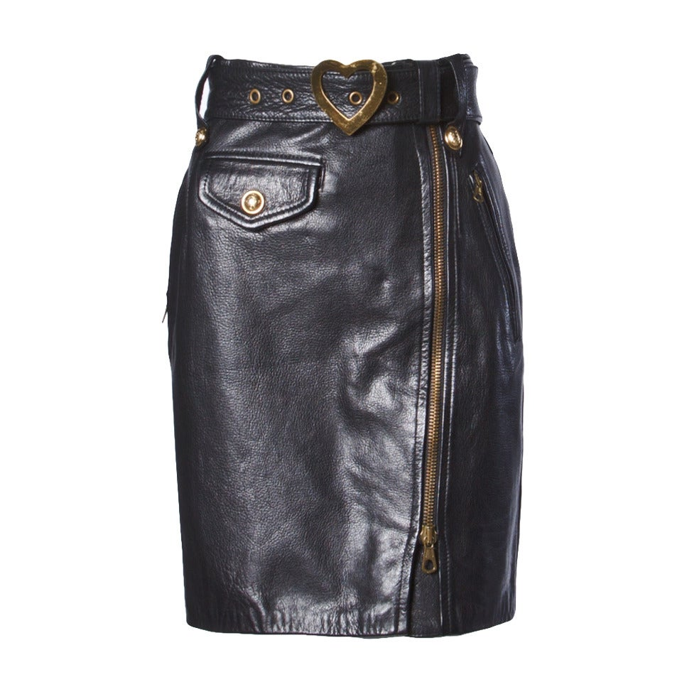 Moschino Vintage 1990s 90s Black Leather Skirt with Heart Belt Buckle For Sale