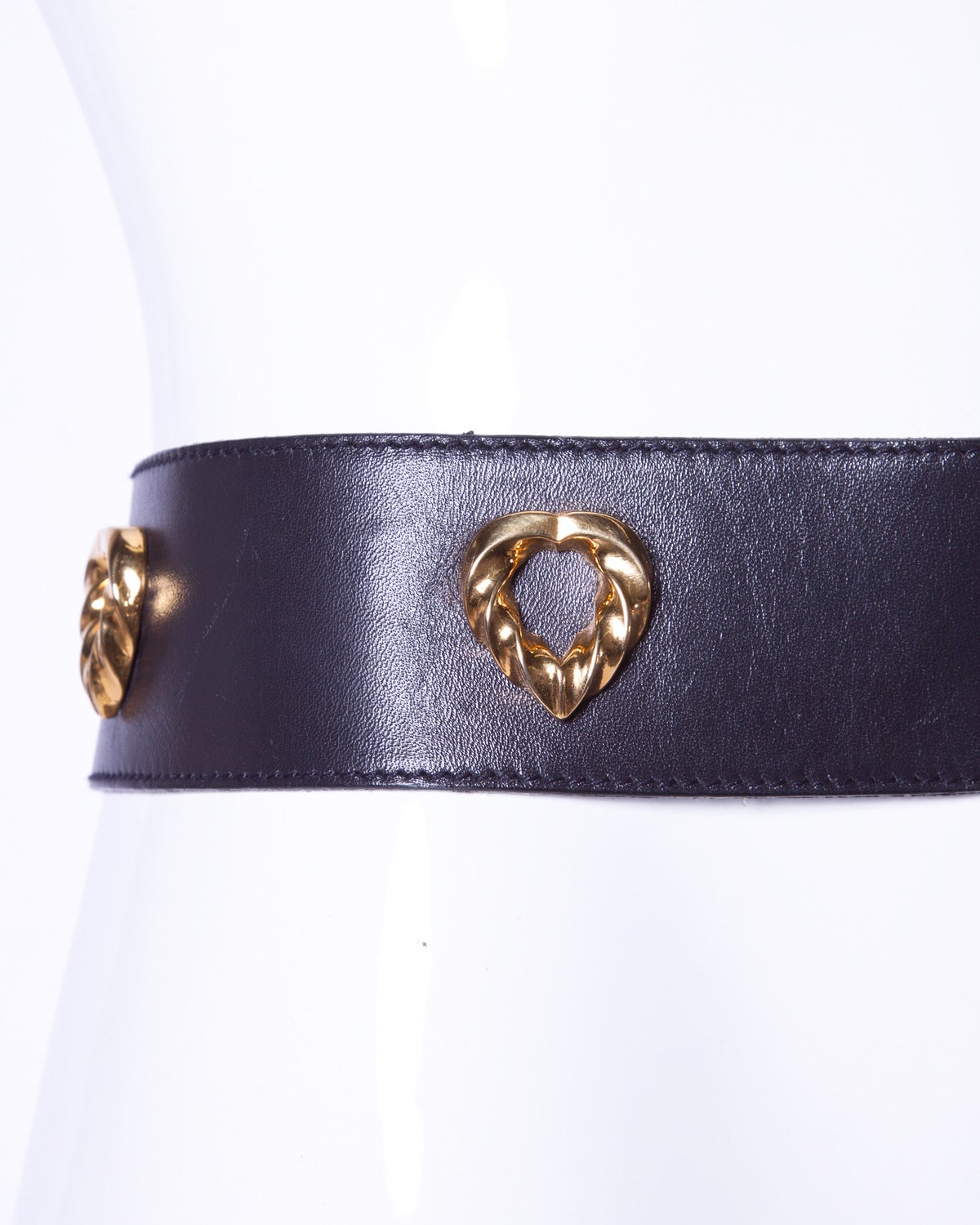Iconic Escada Vintage 1980s 80s Black Leather Gold Heart Belt In Excellent Condition For Sale In Sparks, NV