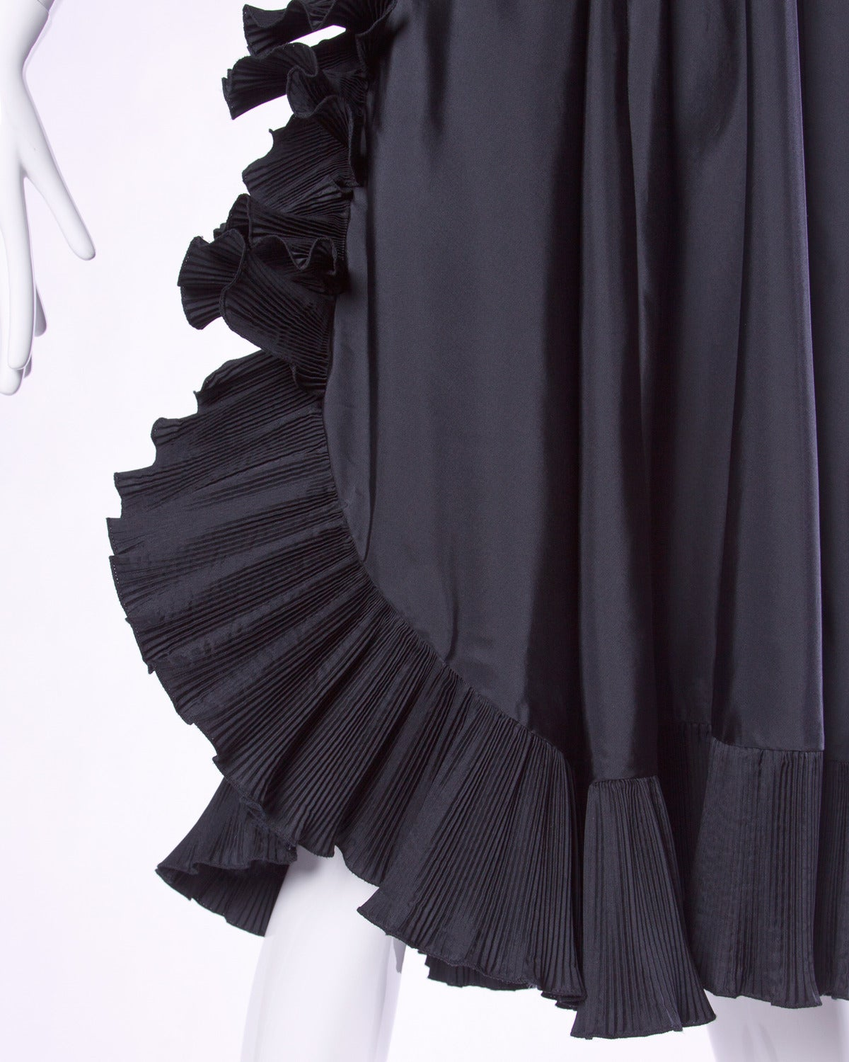 Saks Fifth Avenue Vintage Sculptural Origami Pleated Formal Dress In Excellent Condition For Sale In Sparks, NV