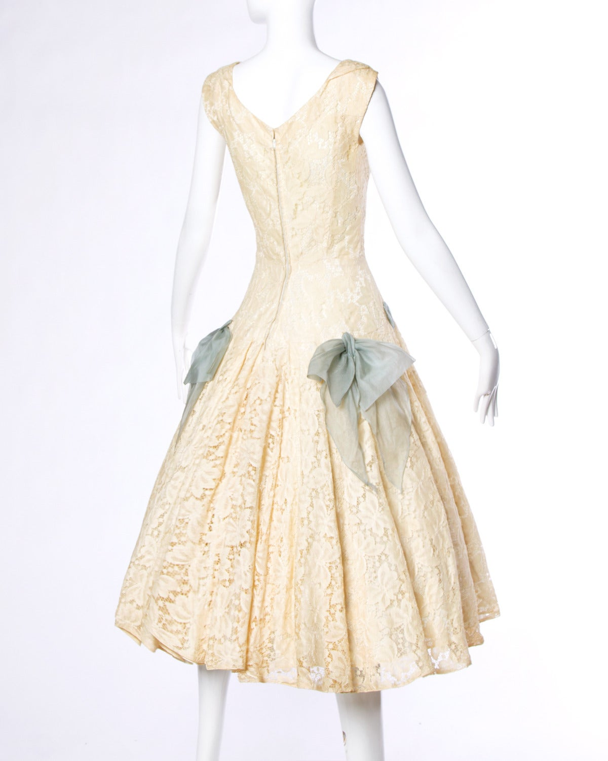 Vintage 1950s 50s Cream Lace Party Dress with Organza Lace Up Ribbon 2