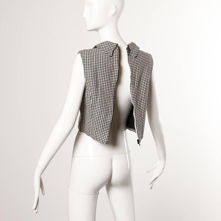 Women's Gianni Versace Vintage 1990s 90s Black + White Houndstooth Sporty Vest Jacket For Sale